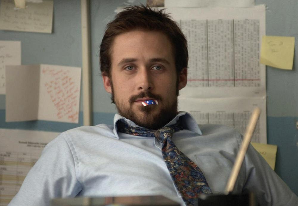 Ryan Gosling che tiene cose in bocca
